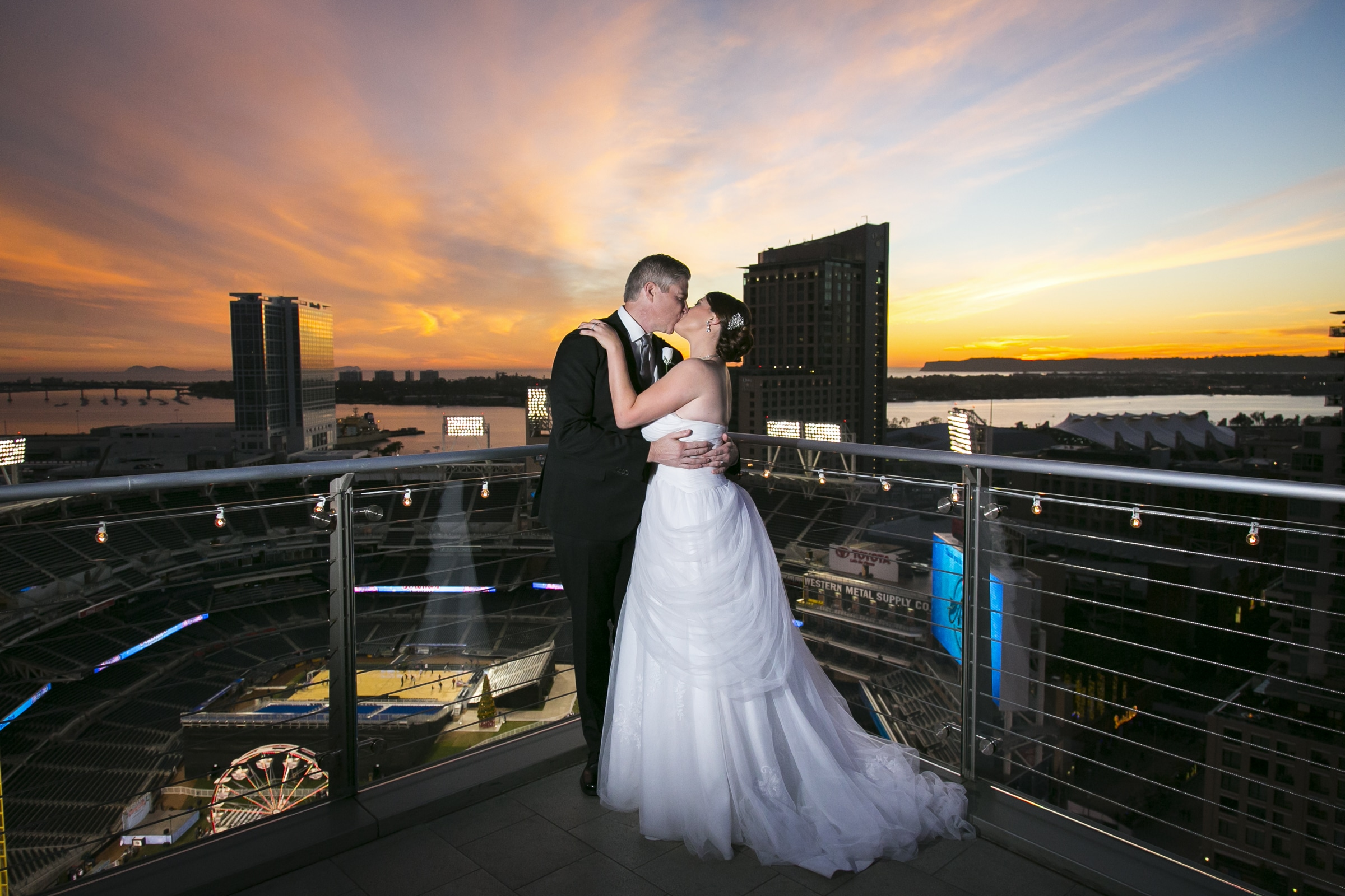 ultimate-sky-box-wedding-3