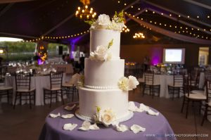 Keyways winery wedding cake